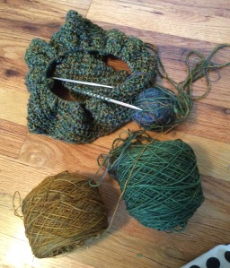 Green cowl with combined lace