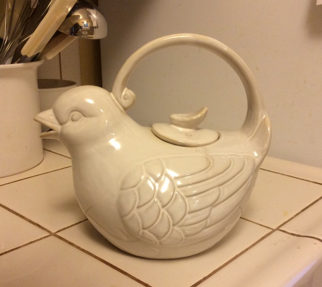 Bird tea pot